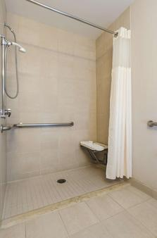 DoubleTree by Hilton Cleveland Downtown - Lakeside - Cleveland - Bathroom