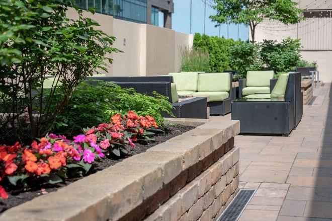 DoubleTree by Hilton Cleveland Downtown - Lakeside - Cleveland - Building