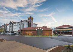 La Quinta Inn & Suites by Wyndham Shreveport Airport - Shreveport - Rakennus