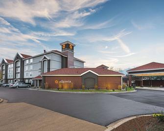 La Quinta Inn & Suites by Wyndham Shreveport Airport - Shreveport - Gebäude