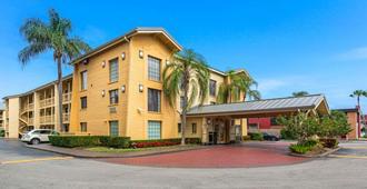 La Quinta Inn by Wyndham Miami Airport North - Miami - Edificio