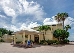 The Neptune Resort - Fort Myers Beach - Building