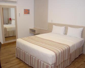 OYO Hotel Rede 1 - Кампус-дус-Гойтаказіс - Bedroom