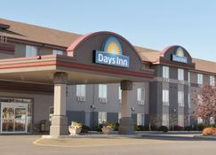 Days Inn & Suites by Wyndham Thunder Bay - Thunder Bay - Building