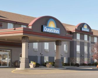 Days Inn & Suites by Wyndham Thunder Bay - Thunder Bay - Edificio