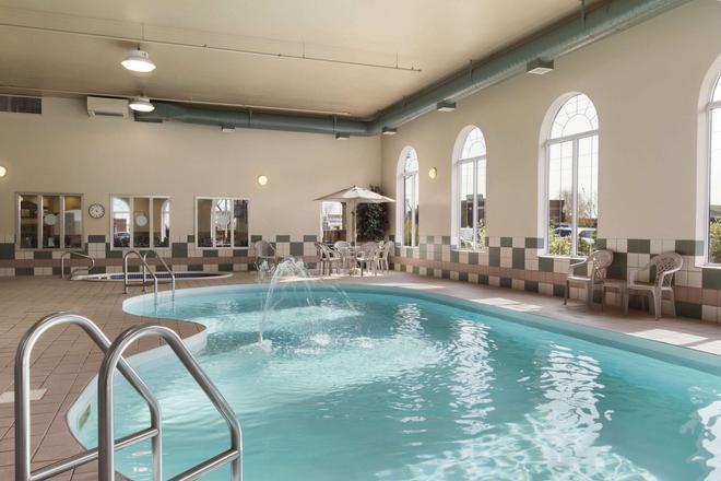 Days Inn & Suites by Wyndham Thunder Bay - Thunder Bay - Uima-allas