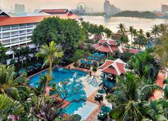 Anantara Riverside Bangkok Resort - Bangkok - Piscina