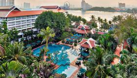 Anantara Riverside Bangkok Resort - Banguecoque - Piscina