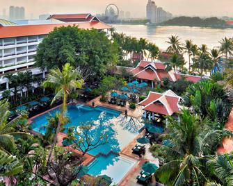 Anantara Riverside Bangkok Resort - Bangkok - Zwembad
