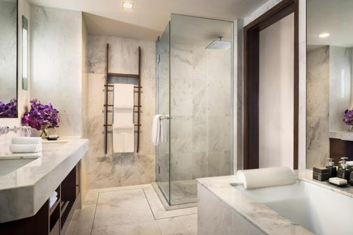 Anantara Riverside Bangkok Resort - Bangkok - Bathroom