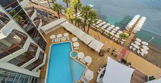 Poseidon Hotel - Adults Only - מרמריס - בריכה