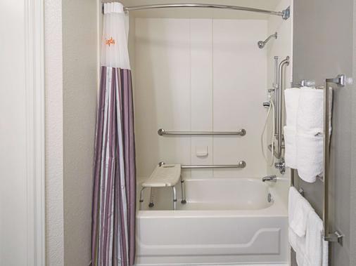La Quinta Inn & Suites by Wyndham Phoenix Scottsdale - Scottsdale - Bathroom