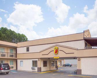 Super 8 by Wyndham Monticello AR - Monticello - Building
