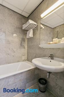Crown Inn Hotel Eindhoven - Eindhoven - Bathroom