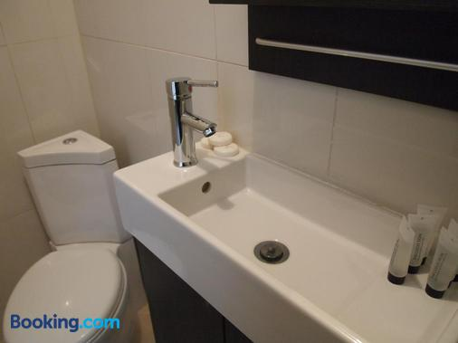 Earls Court Gardens Hotel - Guest house - London - Bathroom