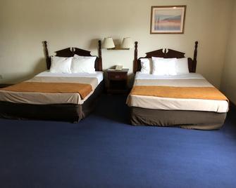 Denison Inn & Suites - Denison - Bedroom
