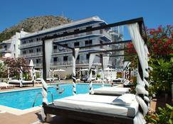 Hotel Nereida - Torroella de Montgrí - Pool