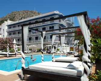 Hotel Nereida - Torroella de Montgrí - Piscina