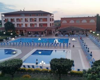Hotel Villaggio S. Antonio - Isola di Capo Rizzuto - Zwembad