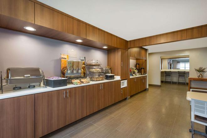 Microtel Inn & Suites by Wyndham Richmond Airport - Sandston - Μπουφές