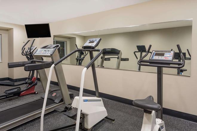 Microtel Inn & Suites by Wyndham Richmond Airport - Sandston - Γυμναστήριο