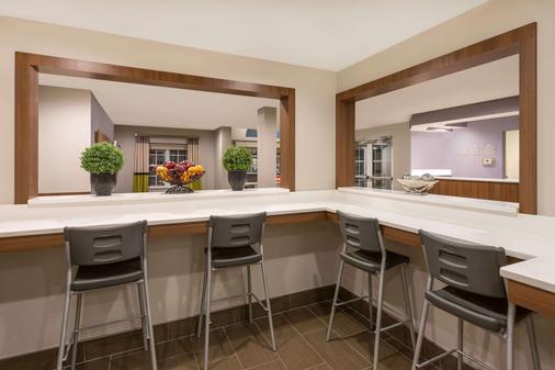 Microtel Inn & Suites by Wyndham Richmond Airport - Sandston - Τραπεζαρία