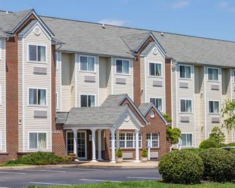 Microtel Inn & Suites by Wyndham Richmond Airport - Sandston - Building