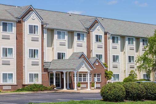 Microtel Inn & Suites by Wyndham Richmond Airport - Sandston - Κτίριο