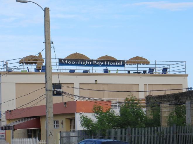 Moonlight Bay Hostel - Fajardo - Building