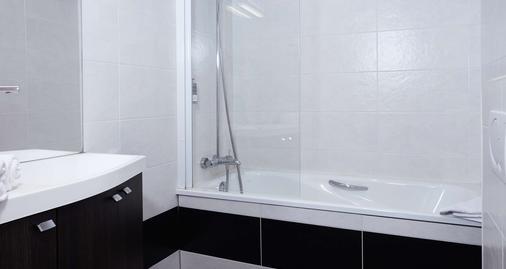 Best Western Le Cheval Blanc - Honfleur - Bathroom