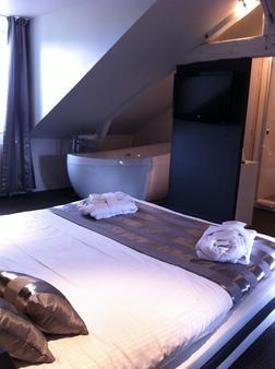 Best Western Le Cheval Blanc - Honfleur - Bedroom
