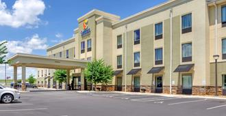 Comfort Inn and Suites Lynchburg Airport - University Area - לינצ'בורג