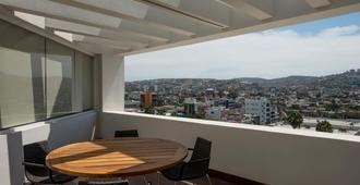 Real Inn Tijuana by Camino Real Hotels - Tijuana - Balcony