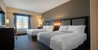 Best Western PLUS Executive Inn - Toronto - Bedroom