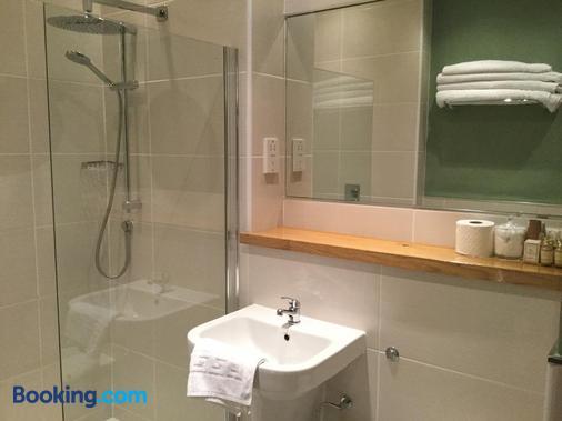 Ash Farm Country Guest House - Altrincham - Bathroom