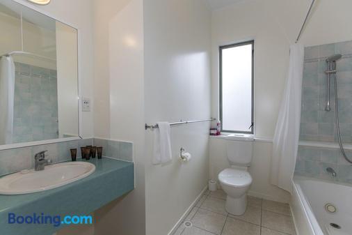 Fernhill Motor Lodge - Lower Hutt - Bathroom