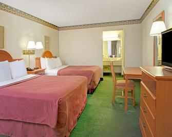 Days Inn by Wyndham Alexandria South - Alexandria - Bedroom