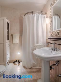 Casa Del Vino Della Vallagarina - Rovereto - Bathroom