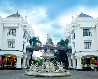 Ramada Suites By Wyndham Solo - Surakarta - Gebäude