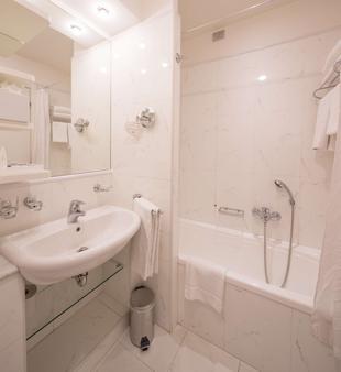 Best Western Hotel I Triangoli - Casal Palocco - Bathroom