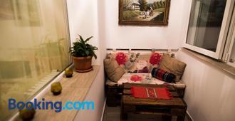 Nicola's Home - Bucharest - Living room