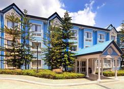 Microtel by Wyndham Baguio - Baguio - Gebäude