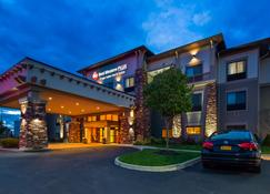 Best Western Plus Finger Lakes Inn & Suites - Cortland - Rakennus