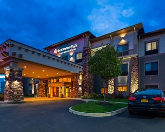 Best Western Plus Finger Lakes Inn & Suites - Кортленд - Здание