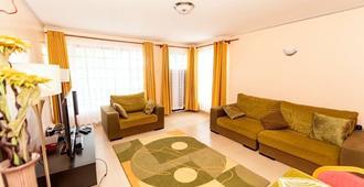 House Karakara - Adults Only - Ναϊρόμπι - Σαλόνι