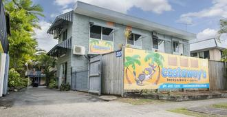 Castaways Backpackers - Cairns - Building