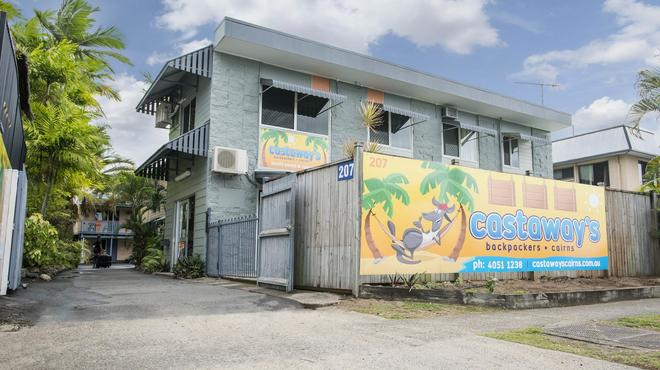 Castaways Backpackers - Cairns - Building