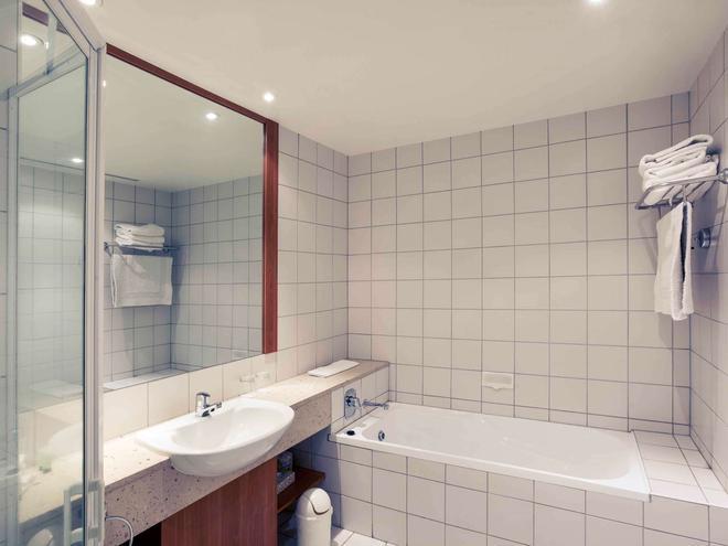Mercure Alice Springs Resort - Alice Springs - Bathroom