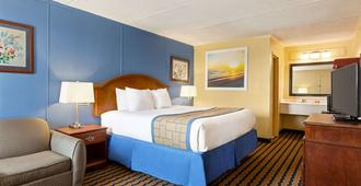 Days Inn & Suites By Wyndham Fort Bragg/Cross Creek Mall - Fayetteville - Bedroom
