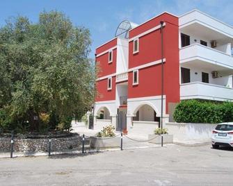 Case Ad Oriente-Residence Borgo Latino - Torre Dell'Orso - Gebäude